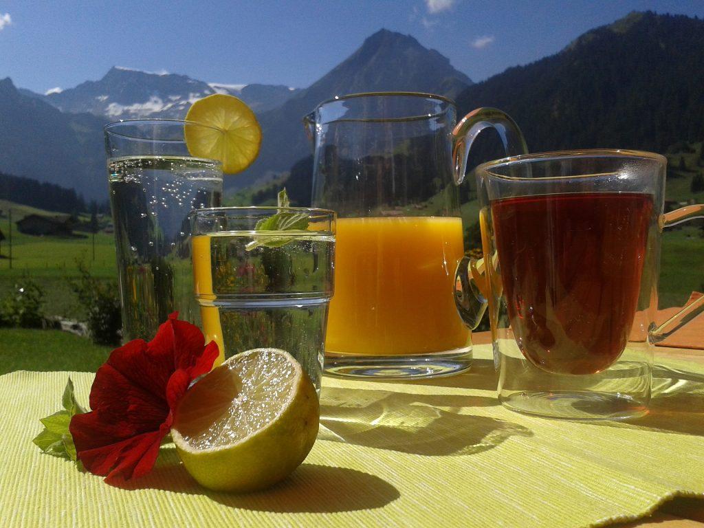 trinken saft tee gläser erfrischung karaffe CC0 Creative Commons Foto: Pixabay