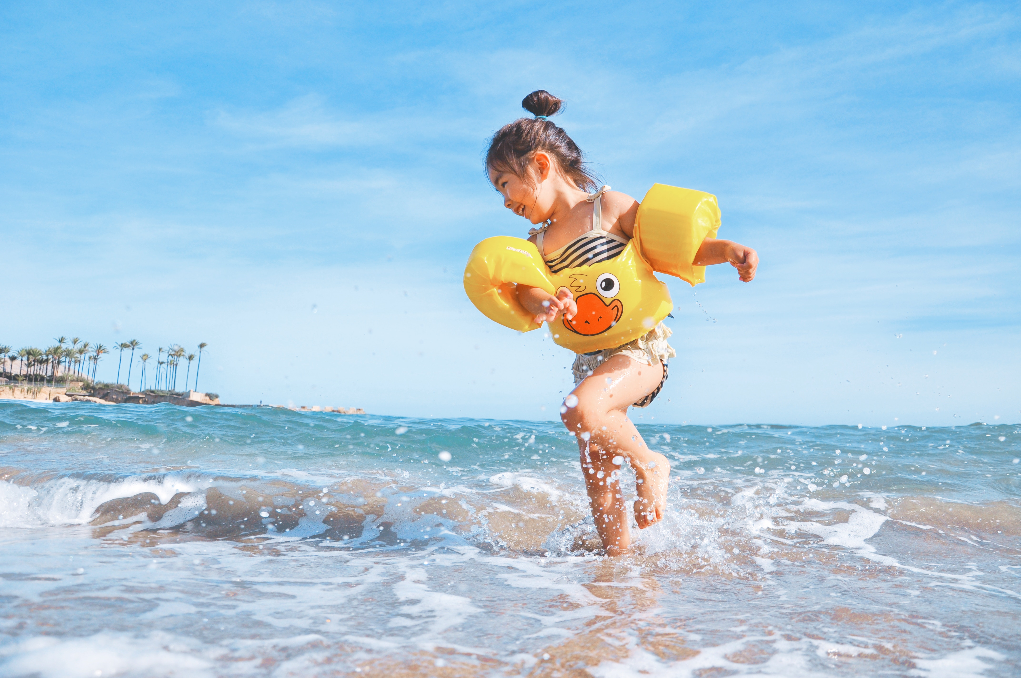 Kind Kleinkind Urlaub Sonne Plamen Strandurlaub Foto:Leo Rivas bei Unsplash