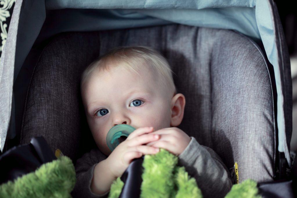 Kindersitz Autositz Baby sichere Autofahrt Foto:Sharon McCutcheon bei Unsplash