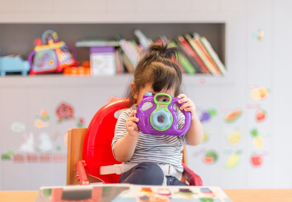 Babyzimmer einrichten kinderzimmer gestaltung ideen Foto:Tanaphong Toochinda bei Unsplash