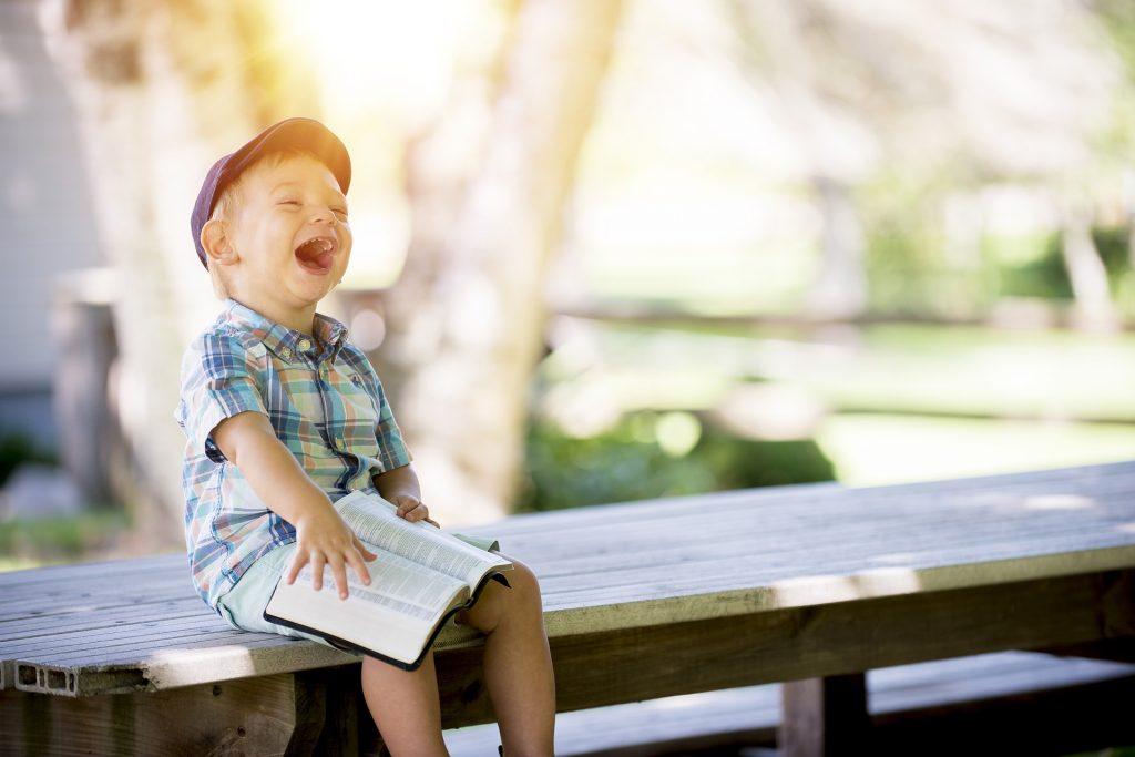 Babyratgeber Baby Buch Entwicklung Kind Schwangerschaft was jetzt Foto:Ben White bei Unsplash