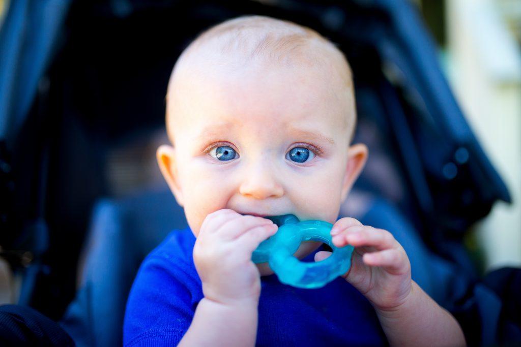 Zahnpflege bei Babys und Kleinkindern Kinder Zahnbürste Milchzähne putzen Foto:Connor Limbocker bei Unsplash