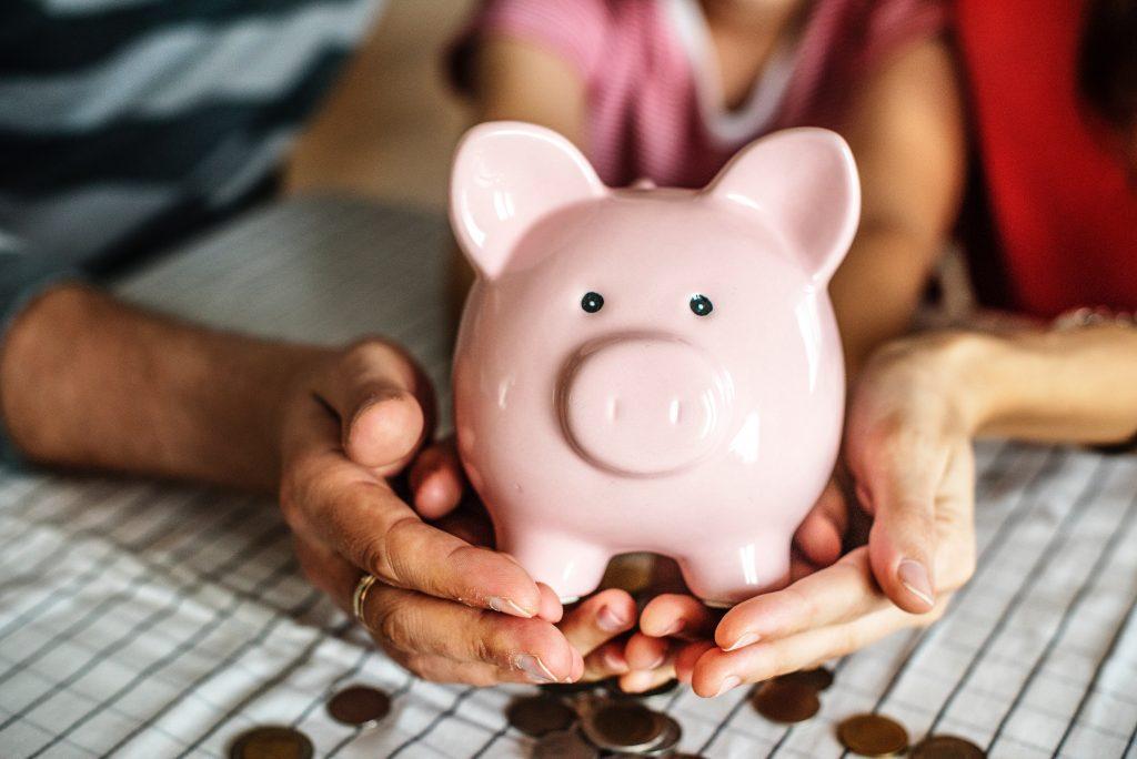Elterngeld beantragen Elterngeldauszahlung Anspruch Geld sparen Foto: rawpixel bei Unsplash